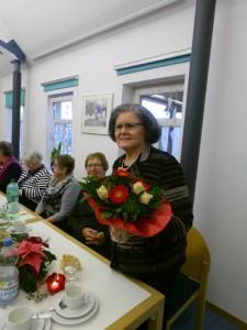Margarete Herold freut sich über die Blumen!